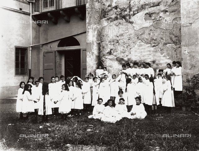 Professional school for women, in Florence: recess