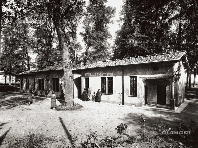 American Red Cross pavilion in Lucca: external view, with garden