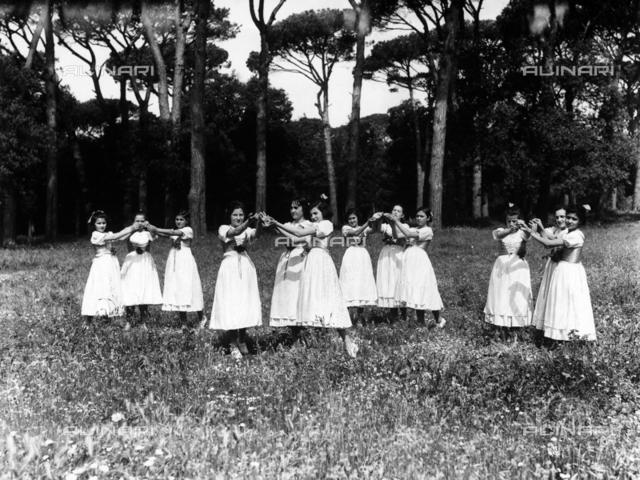 Villa Rosa Maltoni Mussolini: group of adolescents wearing traditional Tuscan costumes