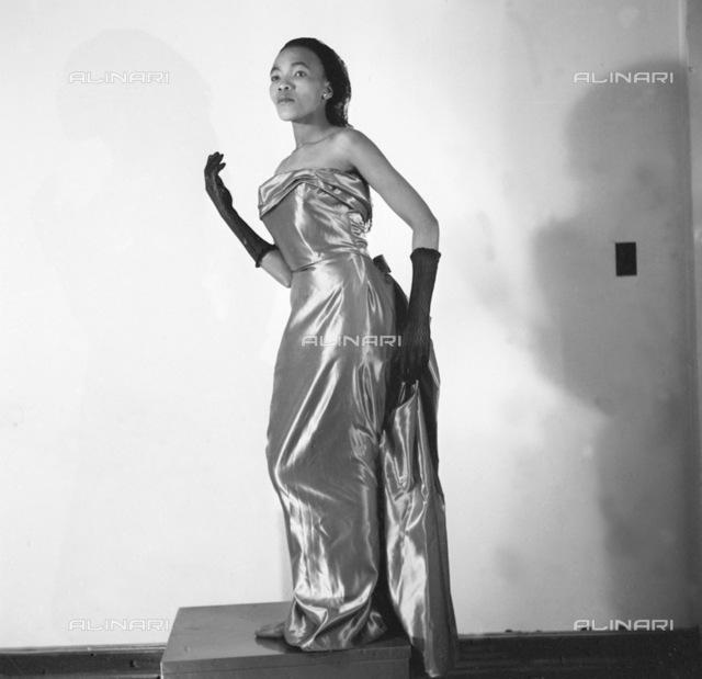 SAED: MUSIC: PERSONALITY: 1955 - Thandi Klaasen, torrid singer doing a little modelling for Drum. (Photograph by Drum Photographer Baileys Archive) neg 854