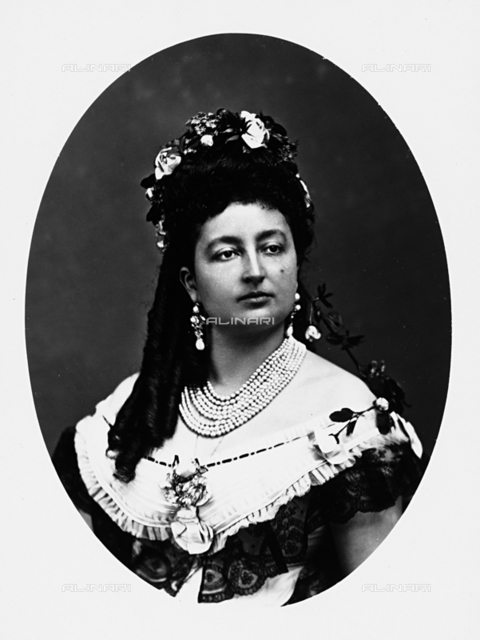 Portrait of lady with elegant style