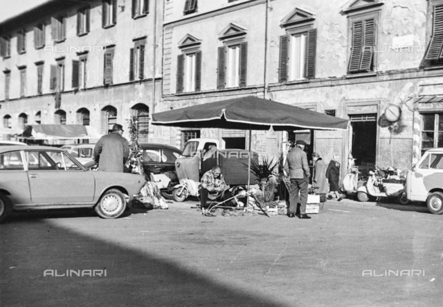 Street vendor in Piazza Lorenzo Ghiberti in Florence