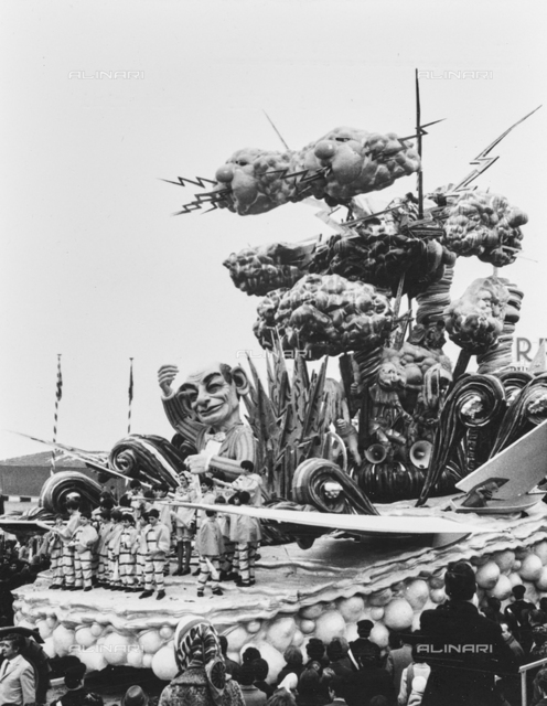 """""""Viareggio, carnival 1970,"""" But what time """"of Galli and Palmierini, 3rd prize"""": wagon of the masked course"""