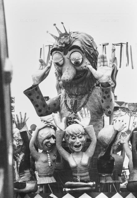 """""""Viareggio, carnival 1970,"""" Carnival Hippy """"10th prize"""": wagon of the masked course"""