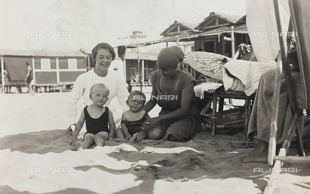 Simonetta Torrigiani with another child and two women on the beach