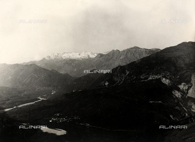 Panorama sulla catena montuosa del Monte Nero in Slovenia.