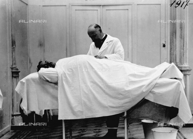 Professor Pampersi, surgeon of the hospital of the Quirinale, examining a solder interned in the military hospital