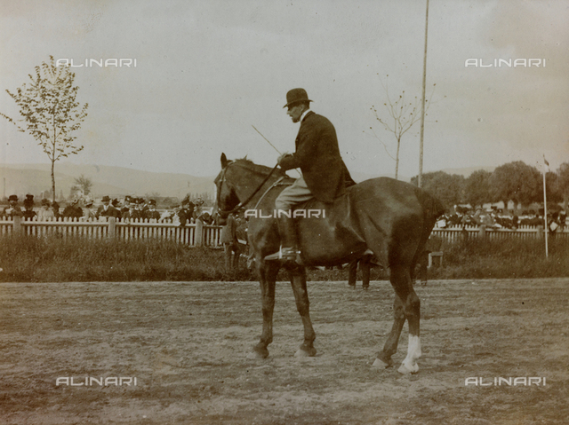 Gymkhana on April 28, 1900, the starter Marquis Franco Carrega on horseback, as indicated on the support