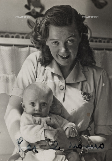 Portrait of mother with baby, Versilia