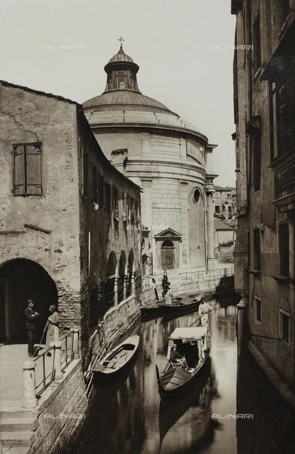 """""""Calli, Canali e Isole della Laguna"""", edition by Ferdinando Ongania, animated view of Rio della Maddalena with the church named the """"Maddalena"""" in the background, Venice"""