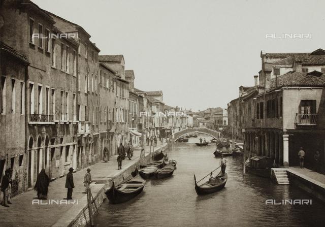 """""""Calli, Canali e Isole della Laguna"""", edition by Ferdinando Ongania, animated view of Rivo dei Vetrai and the Ponte di Mezzo in Murano, Venice"""