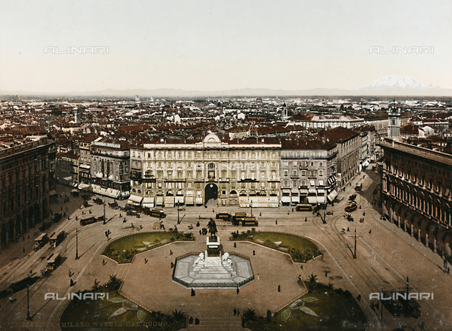 Animated view of Piazza Duomo in Milan, with the Monument to Vittorio Emanuele II