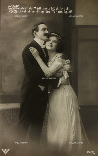"Postcard depicting a couple of lovers, ""Album para Tarjetas postales"""