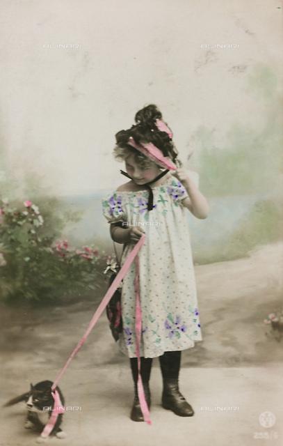 "Postcard, studio portrait of a little girl with a cat, ""Album para Tarjetas postales"""