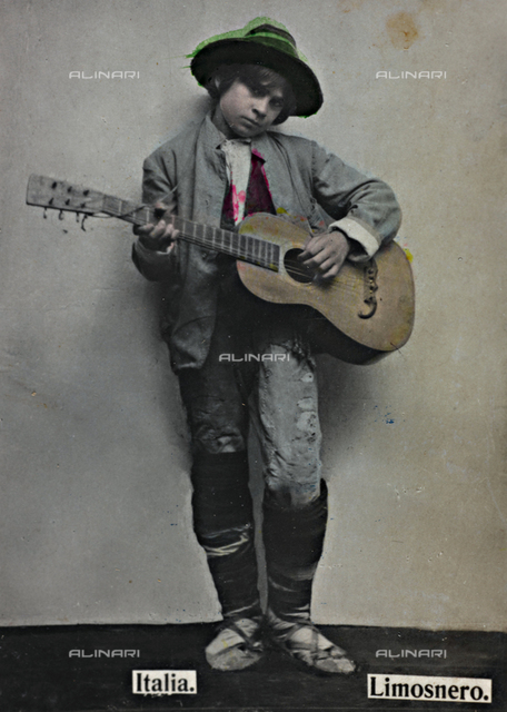 """""""Alrededor del Mundo - Obsequio de Susini"""". Portrait of a boy playing the guitar; the support contains the indication """"Almoner"""""""