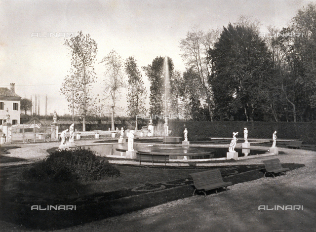 The neo-classic Fountain of the Venuses, park of Villa Manfrin, Treviso