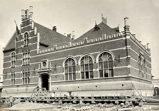 Exterior of the Dam railway station in Anvers, during the installation of sliding tracks used in the moving of the structure.