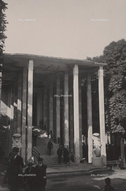 A building entrance in Paris