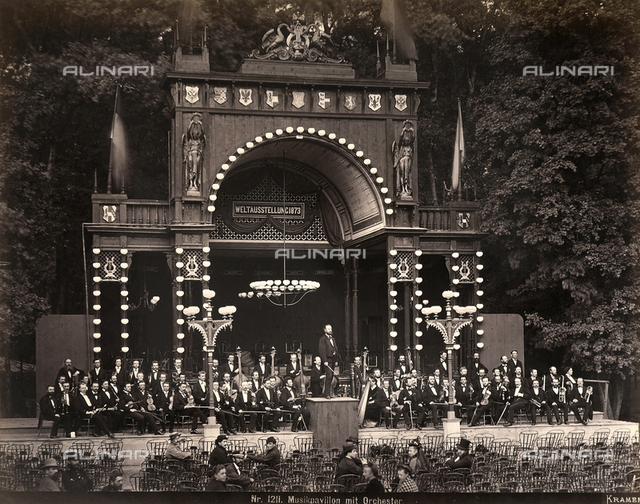 Esposizione Universale di Vienna del 1873: padiglione della musica con orchestra