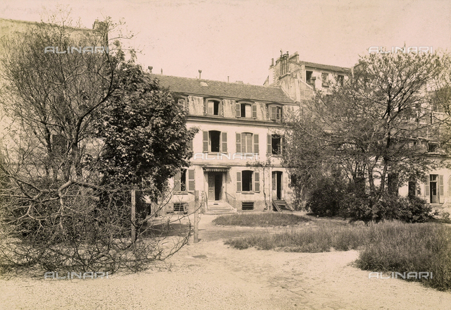 The old Hà¶pital Trousseau of Paris: the ground floor is used for scarlet fever patients, the first and second floors serve a employee lodgings