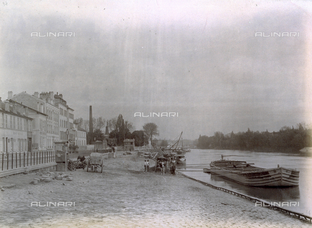 The wharf of the river port of Neuilly-sur-Seine