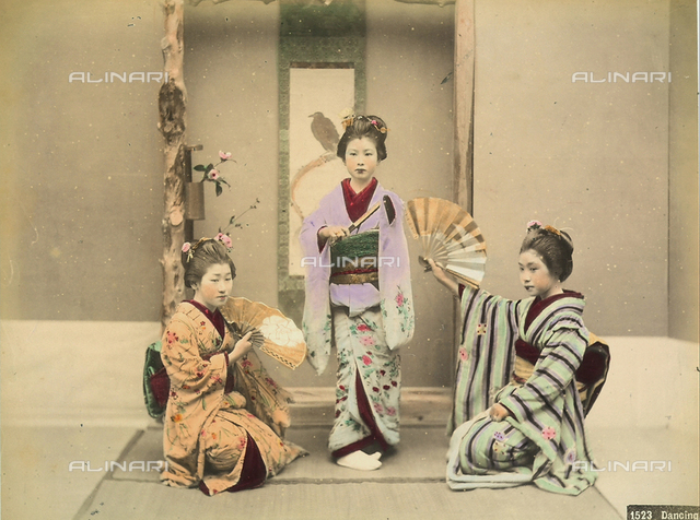Portrait of a Japanese dancers (women).