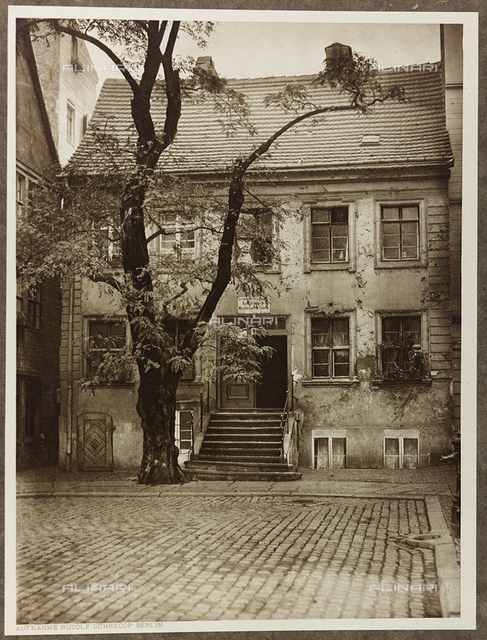 "Album ""Das malerische Berlin"": the house called ""Big Jüdenhof"", medieval residence of the old Berlin"