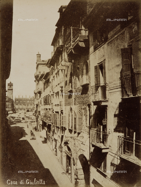 View of the entrance to the House of Giuletta (Juliet), Verona