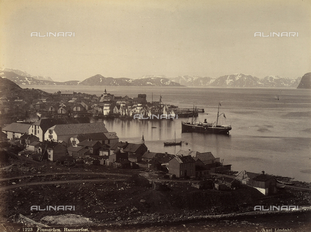 View of the port and city of Hammerfest, on the western coast of Kvalà¸i Island, in the Norwegian county of Finmark.