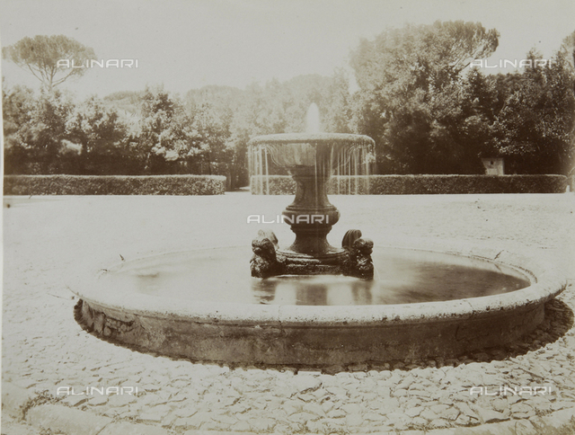 """Fountain in the garden of the Villa Medici in """"Villa Medici in Rome, drawings, engravings and historical texts by architect Victor Baltard former academic of France"""", edition of 1847"""