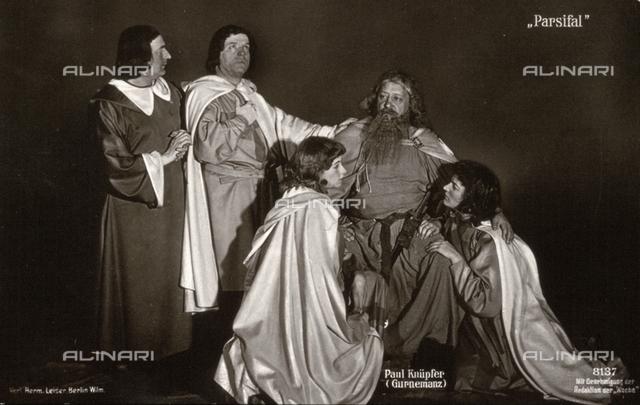 """Una scena dell'opera lirica """"Parsifal"""", in cui il personaggio di Gurnemanz è interpretato dal cantante Paul Knüpfer"""