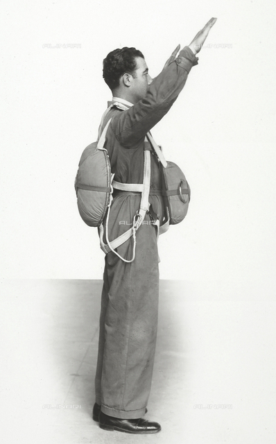 """""""Various uses of the Salvator parachute"""": double parachute with harness for training sessions"""