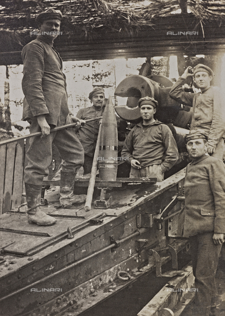 First World War: A group of Belgian artillery photographed with a bomb - shell