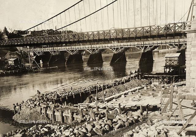 Temporary wooden bridge, built during the construction of the Umberto I bridge, Turin