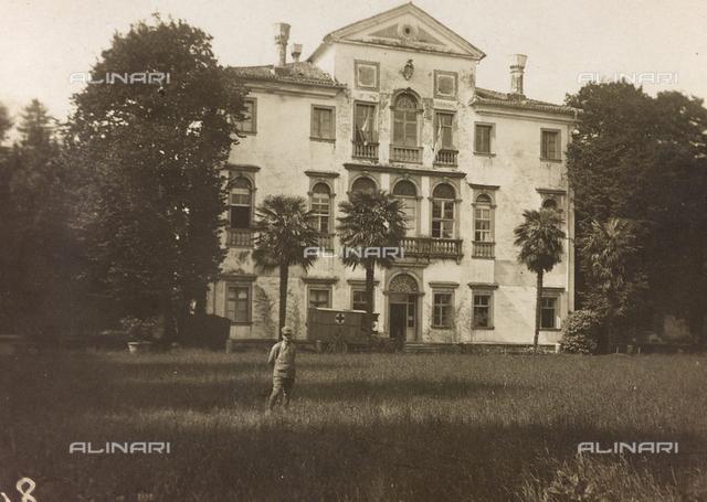 Album of the First World War in Friuli-Venezia Giulia: Villa Brazzà, home to 17 of the Hospital of war in Soleschiano Manzano