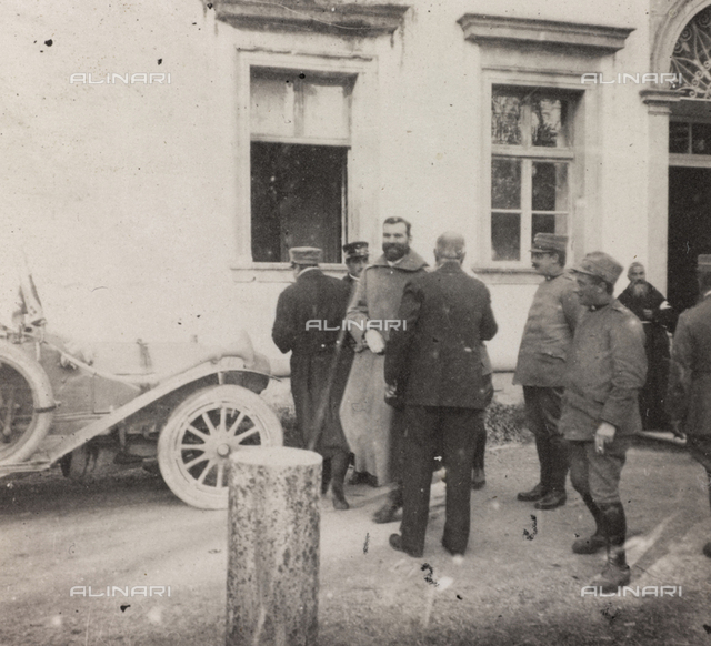 Album of the First World War in Friuli-Venezia Giulia: group portrait with officers during the visit of the Knights of Malta a Villa Brazzà, home to 17 of the Hospital of war in Soleschiano Manzano