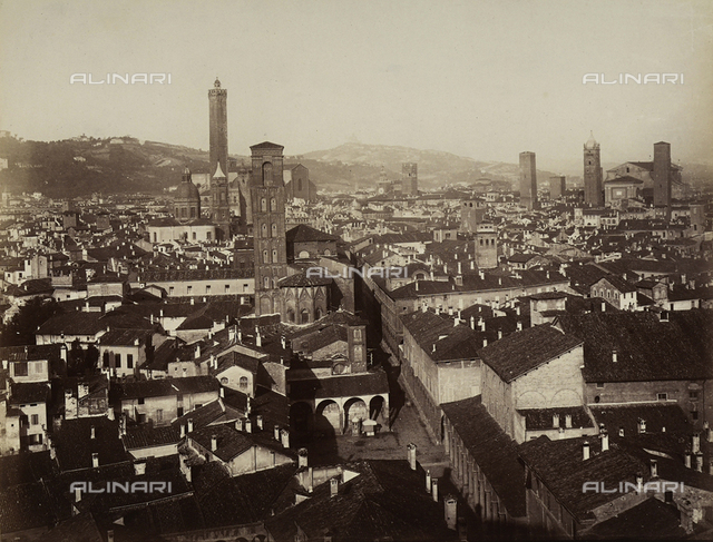 Panoramic view of the city of Bologna and its towers