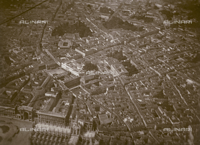 Aerial view of Milan from a Caproni plane: the Cathedral