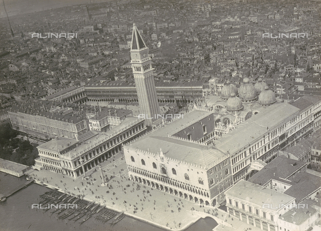 Aerial view of Venice from a P5: the Palazzo Ducale