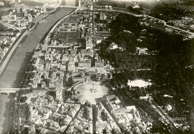 Aerial view of Rome from an M6: the Piazza del Popolo