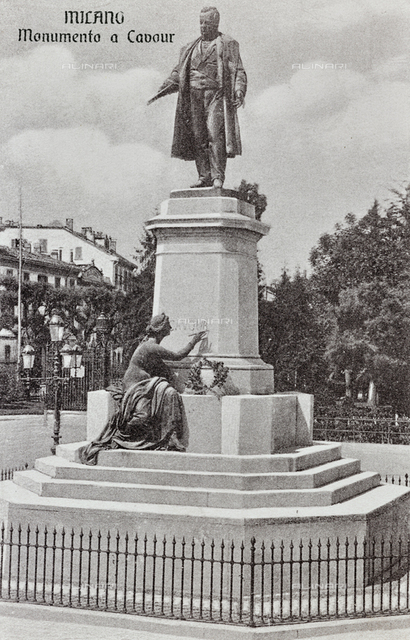 Monument to Cavour, Piazza Cavour, Milan