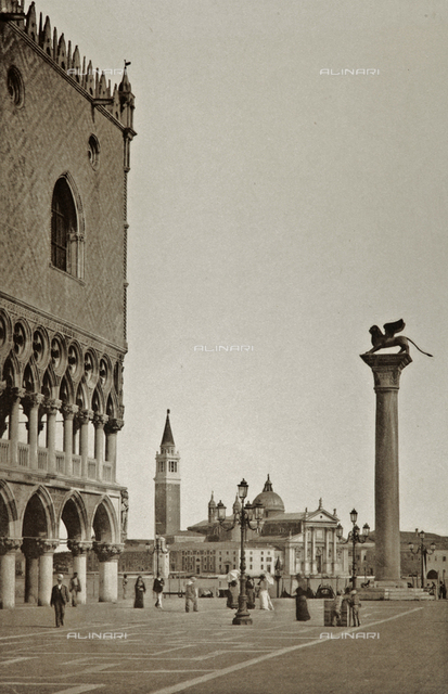 Animated view of the Piazzetta San Marco in Venice, with the glimpse of the Palazzo Ducale, the Column of San Marco and the Church of San Giorgio Maggiore in the background