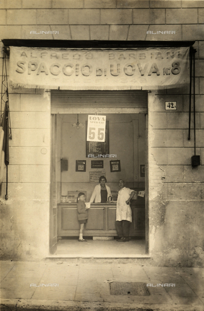 Alfredo Barbiani Firm: store for the sale of eggs in Piazza San Cosimato, Rome, with a young client