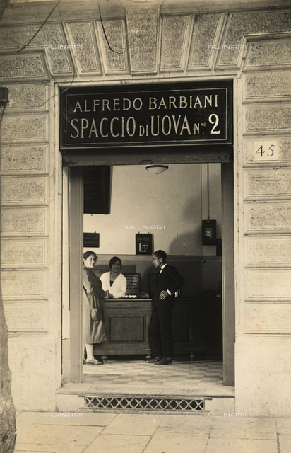 Alfredo Barbiani Firm: shop for the sale of eggs on Via Federico Cesi in Rome, a clerk is with two clients
