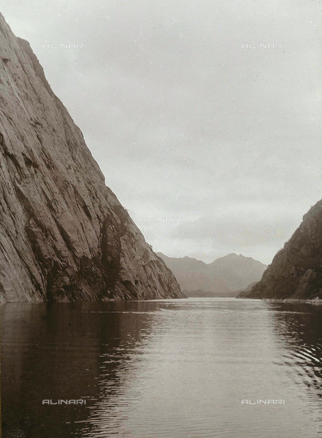 White Sea and glacial ocean cruise: cliffs overlooking the sea
