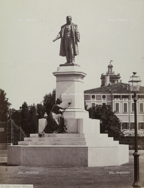 Monument to Cavour, Piazza Cavour, Milan