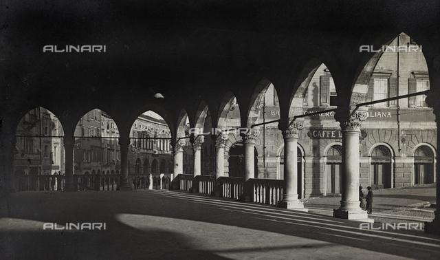 "Album ""Photo Gallery, and various documents"": portico in Piazza Vittorio Emanuele in Udine"