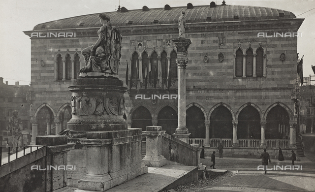 """Album """"Photo Gallery, and various documents"""": the Town Hall in Piazza Vittorio Emanuele in Udine"""