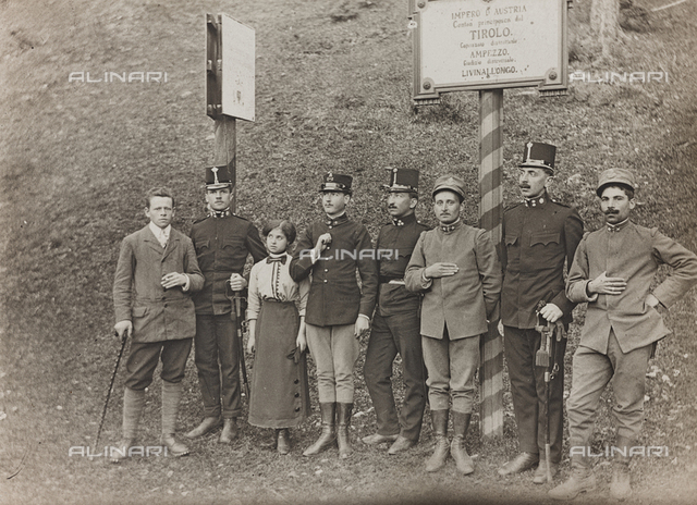World War I: group portrait with soldiers in Tyrol
