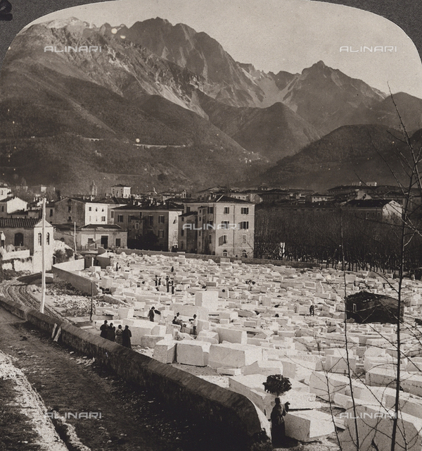 Animated view of Carrara with the marble blocks; Stereoscopic photograph
